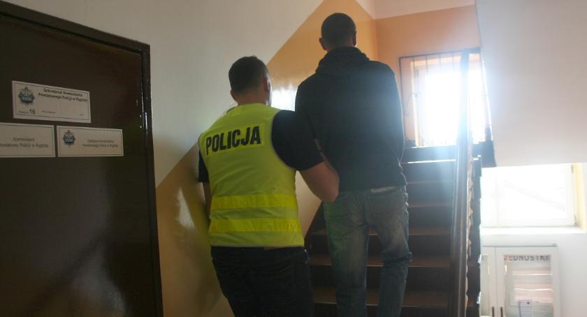 Kronika kryminalna, trzech pobili latka Skrwilnie - zdjęcie, fotografia