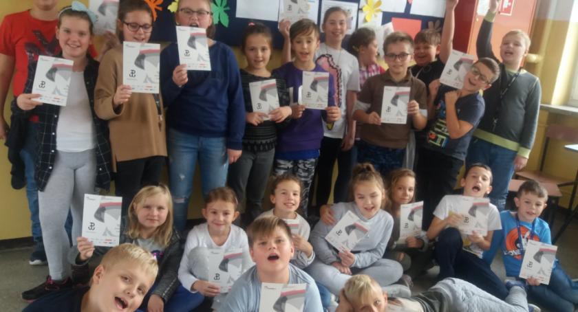 Edukacja, Uczniowie Ostrowitem pisali powstańca - zdjęcie, fotografia