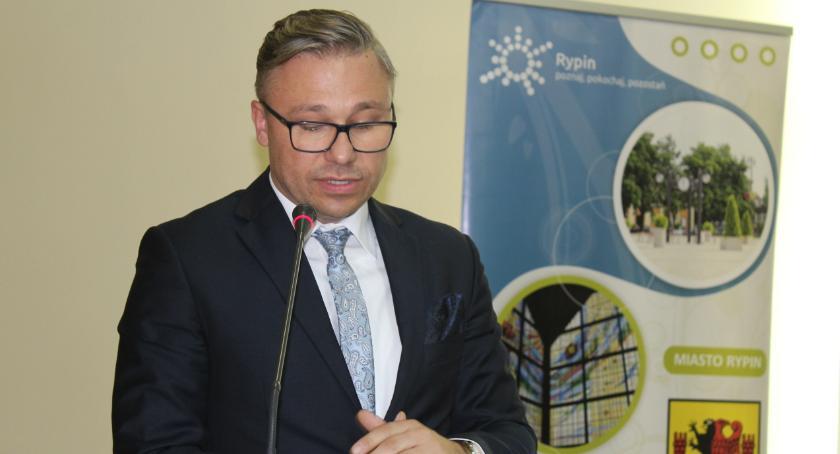 Samorząd powiatowy, Wiemy zarobi starosta powiatu rypińskiego - zdjęcie, fotografia