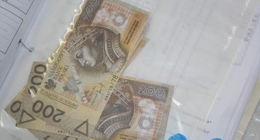 Komunikaty i profilaktyka, Zapłacili zabawkowymi banknotami - zdjęcie, fotografia