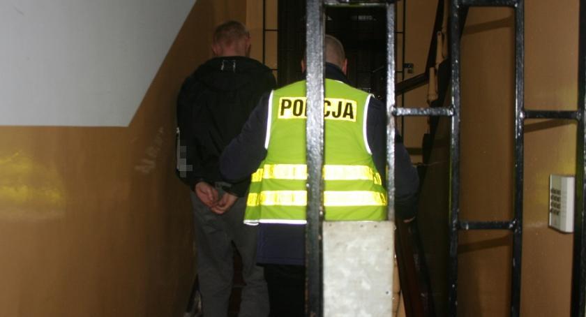 Kronika kryminalna, Ukradli alkohol wartości prawie - zdjęcie, fotografia