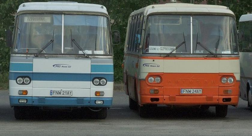 Komunikaty i profilaktyka, Policjanci zablokowali wyjazd niesprawnego autobusu - zdjęcie, fotografia