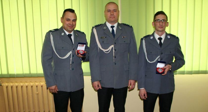 Komunikaty i profilaktyka, policjanci mają kryształowe serca - zdjęcie, fotografia