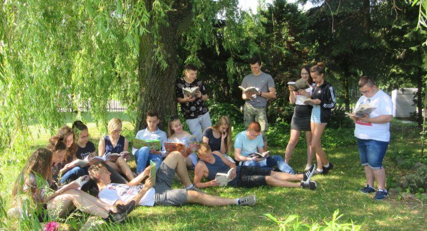 Biblioteki, Czytają lubią - zdjęcie, fotografia