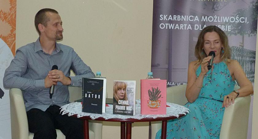 Biblioteki, Joanna Bator rypińskiej książnicy - zdjęcie, fotografia