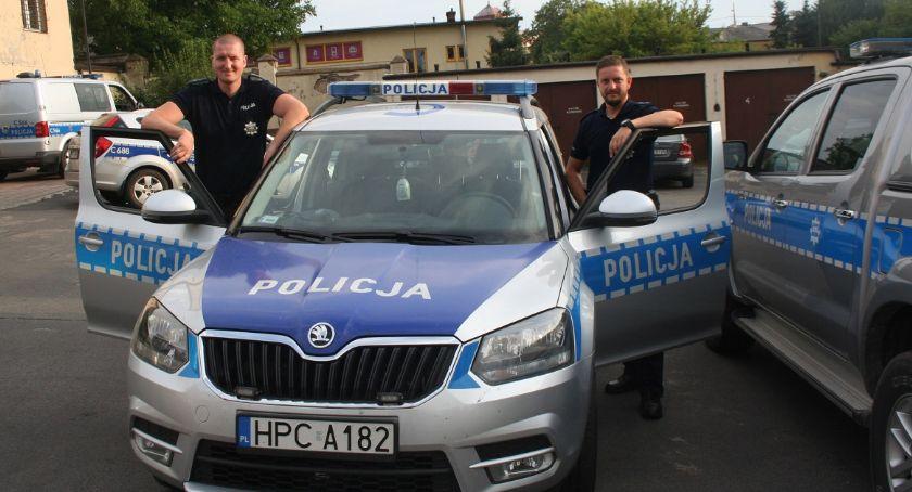 Kronika kryminalna, Bohaterscy policjanci uratowali latka - zdjęcie, fotografia