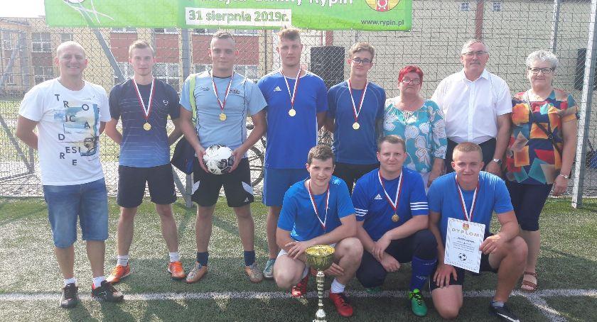 Piłka nożna, Błękitni Marianki Pucharem Wójta - zdjęcie, fotografia