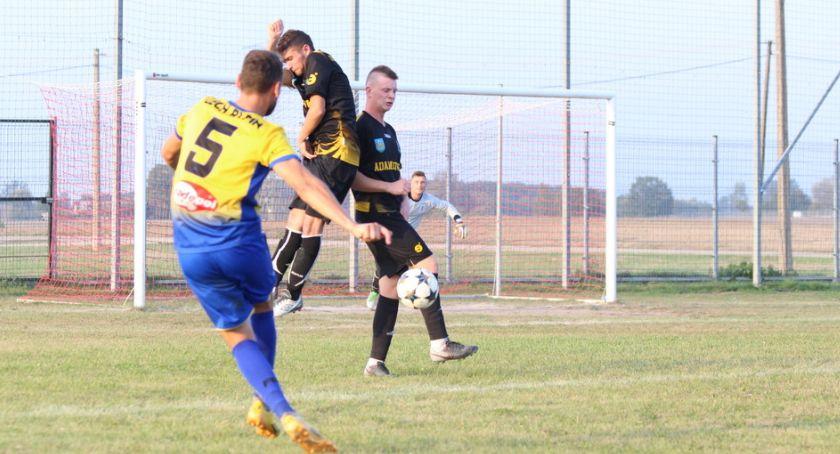 Piłka nożna, wygrywa wyjeździe - zdjęcie, fotografia