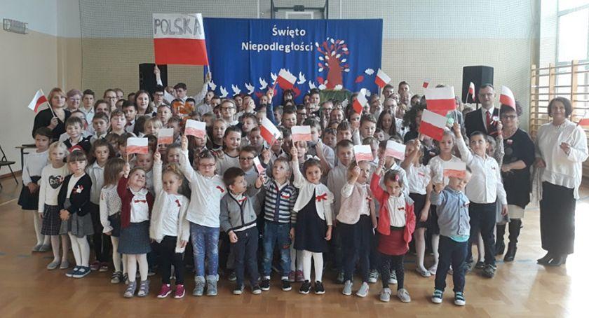 Edukacja, Świętowali rocznicę odzyskania niepodległości - zdjęcie, fotografia