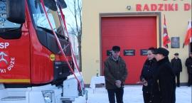 Nowy wóz już służy strażakom OSP w Radzikach Dużych