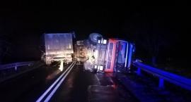 Groźne zdarzenie w Dylewie, zablokowana droga