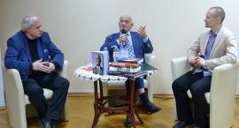 Andrzej Strejlau w bibliotece