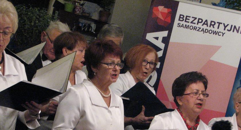 wydarzenia, Bezpartyjni Samorządowcy otrzymali certyfikaty udziału wyborach - zdjęcie, fotografia