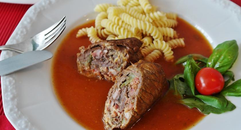 Kuchnia myśliwska, Przepis zrazy zawijane sarny myśliwsku - zdjęcie, fotografia