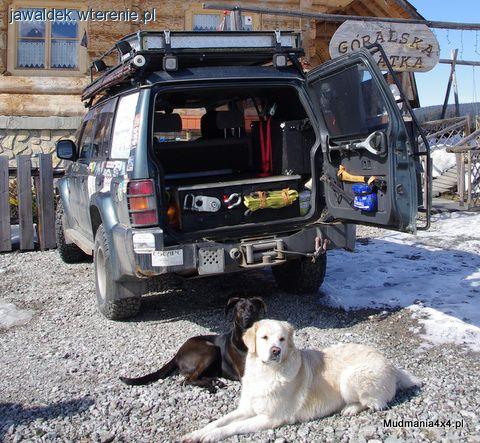 Auto terenowe, Zabudowa wyprawowa bagażnika Mitsubishi Pajero - zdjęcie, fotografia