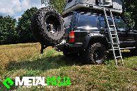 Bagażnik i zderzak w wyprawowym Jeep Cherokee XJ