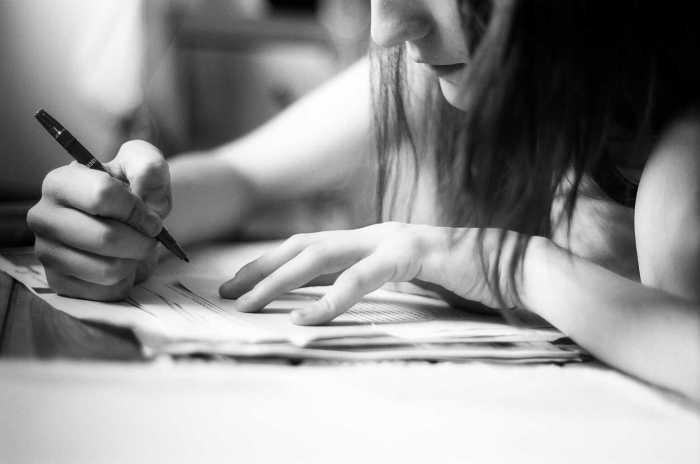 Styl Życia, Studenci pomogą odrobić lekcje - zdjęcie, fotografia