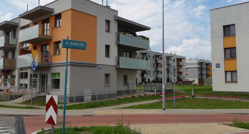 Wiadomości, Miasto przebudowało rondo garaże których można zaparkować - zdjęcie, fotografia