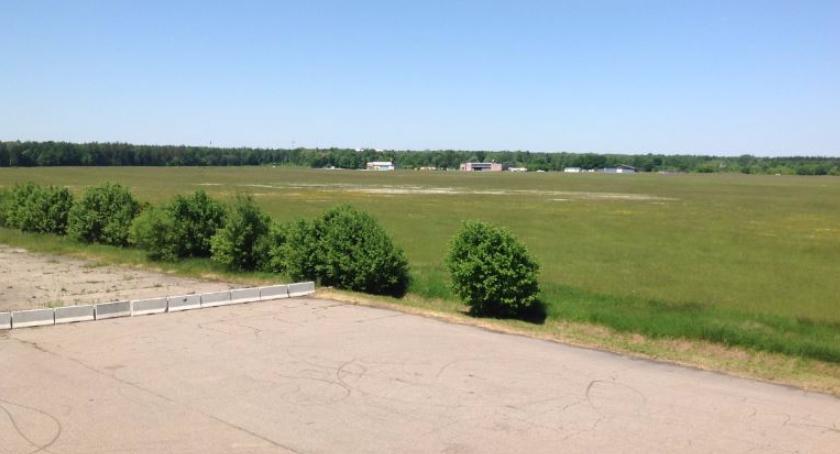 Wiadomości, Sukces odgwizdany umowa podpisana Rusza budowa lotniska startowego - zdjęcie, fotografia