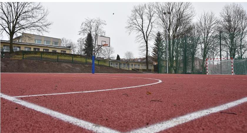 Wiadomości, boiska pojawiły szkole Orlej - zdjęcie, fotografia