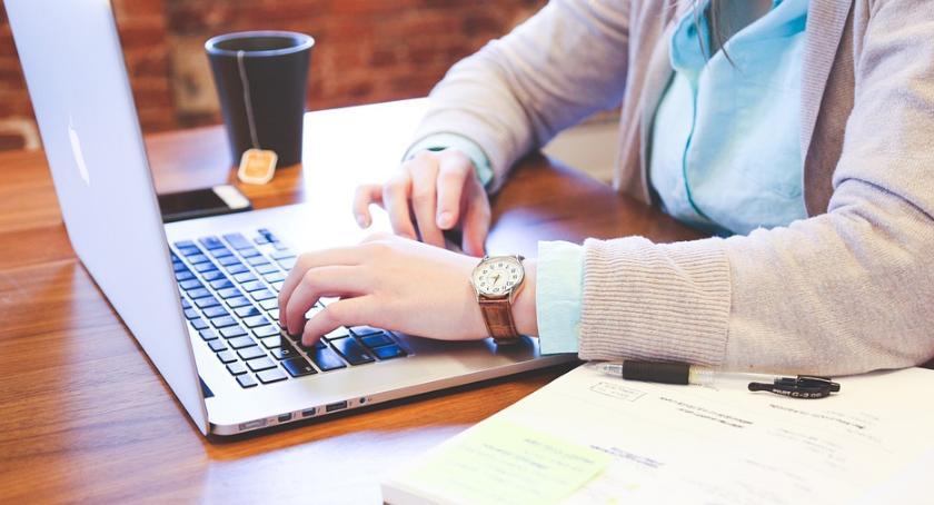 Artykuł sponsorowany, Ranking najlepsze laptopy początku - zdjęcie, fotografia