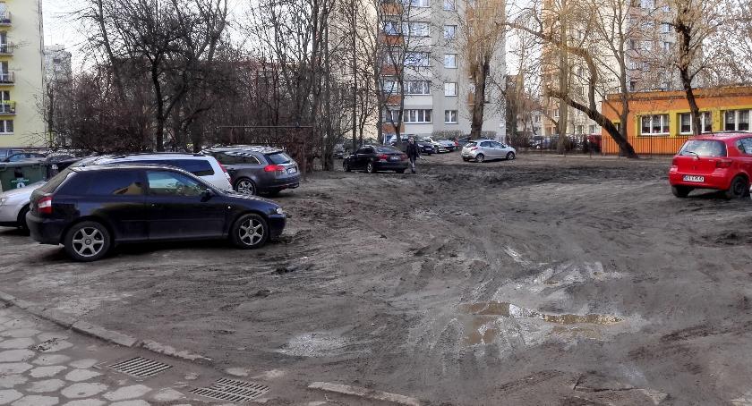Wiadomości, Choć centrum miasta błoto sięga niemal kolana - zdjęcie, fotografia