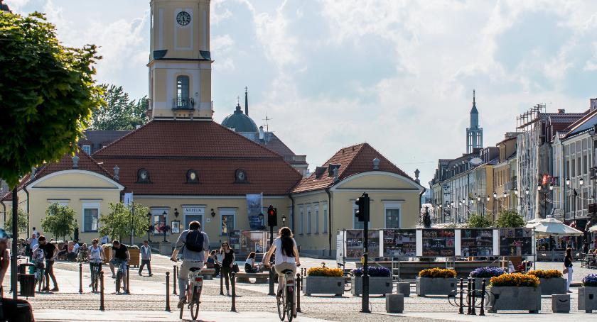 Styl Życia, Narzeczeni szukają pieniędzy żeby objechać naokoło świat rowerami - zdjęcie, fotografia