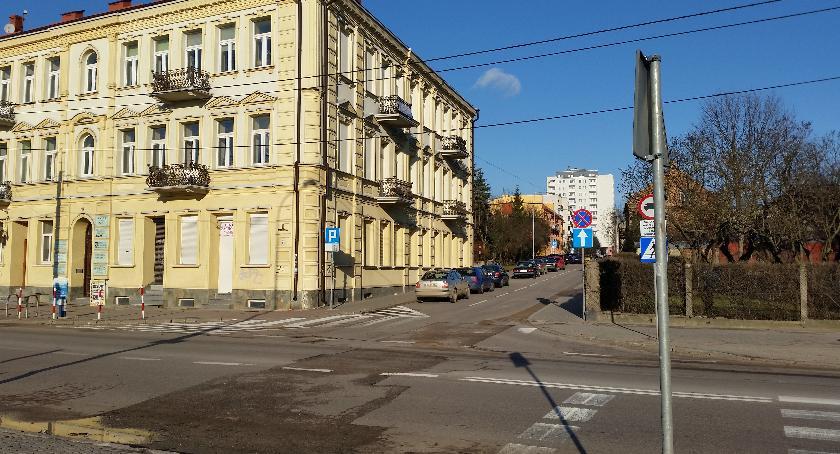 Moto, skrzyżowaniu ulicą Ciepłą pojawić sygnalizacja świetlna buspasy - zdjęcie, fotografia