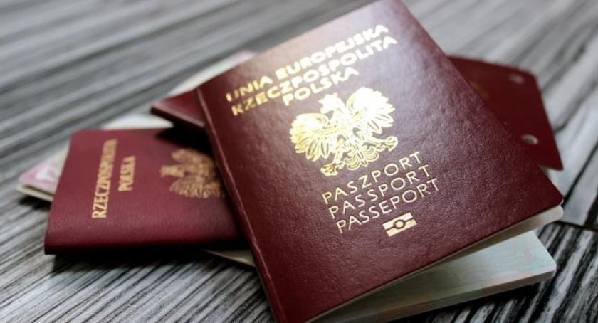 Wiadomości, Prawie milion nowych paszportów wydano lipca - zdjęcie, fotografia