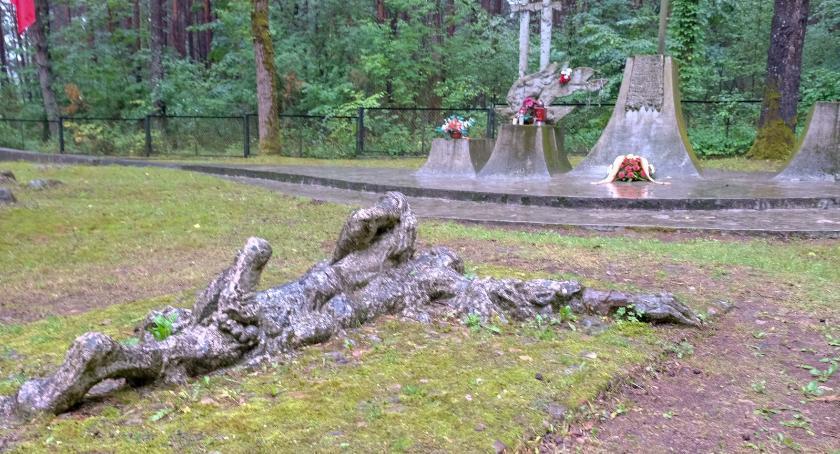 Wiadomości, Zapomniana zbrodnia Lesie Bacieczkowskim Niemcy zamordowali białostocką inteligencję - zdjęcie, fotografia