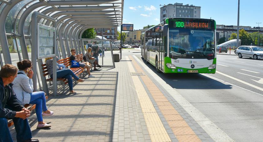Wiadomości, komunikacją miejską jeździ coraz mniej osób - zdjęcie, fotografia