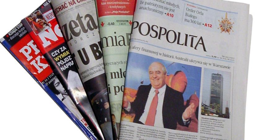 Wiadomości, Walka newsami walka wiatrakami zagrożeniem demokracji - zdjęcie, fotografia