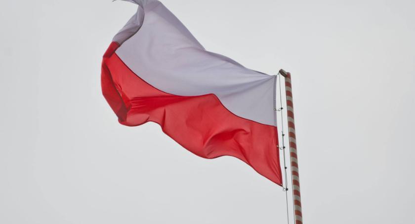 Styl Życia, Polacy cieszą swojej przynależności narodowej Napawa dumą - zdjęcie, fotografia