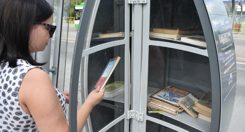 Kulturalnie, książkowe śledzie wystarczą - zdjęcie, fotografia