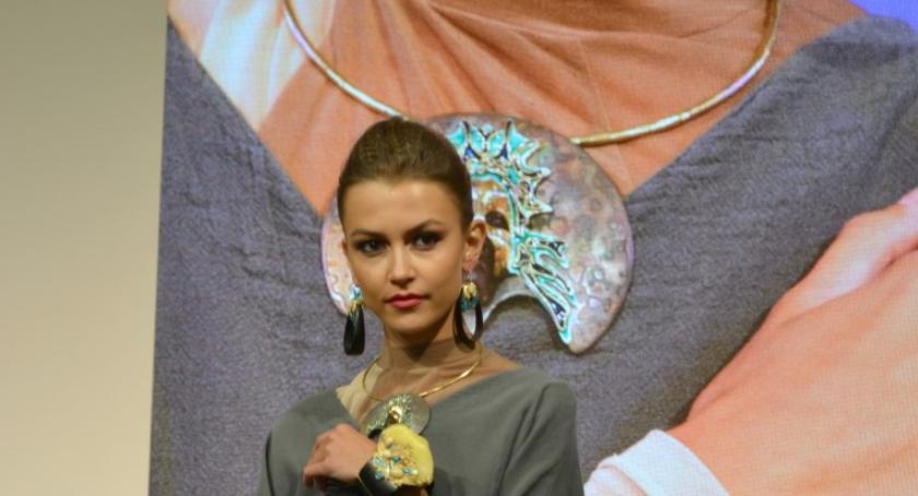 Wiadomości, Trendy biżuterią Podlasia - zdjęcie, fotografia