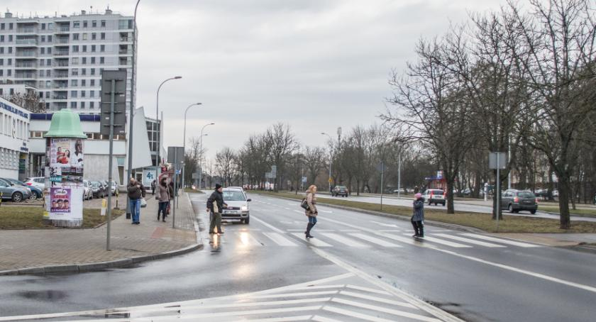 Wiadomości, Używasz komórki przejściu pieszych Litwie dostaniesz mandat - zdjęcie, fotografia
