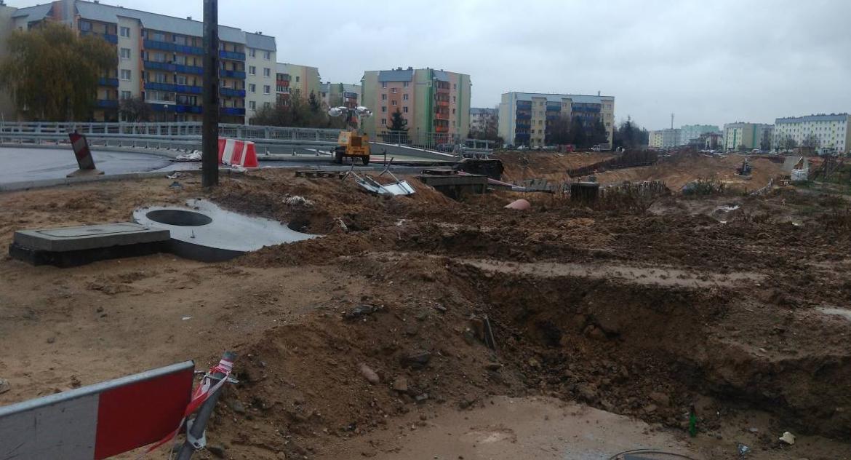 Wiadomości, Trasa Niepodległości rozkopy koparki błoto termin końca budowy upłynął - zdjęcie, fotografia