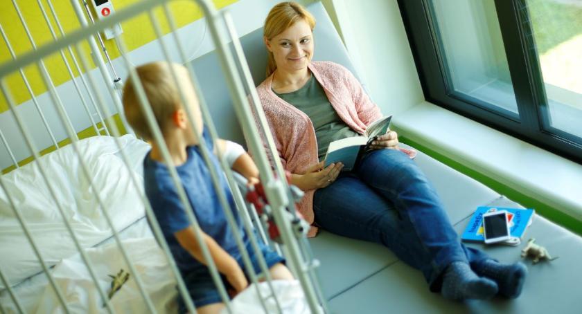 Wiadomości, Fundacja Ronalda McDonalda przekazała łóżka szpitalowi klinicznemu - zdjęcie, fotografia