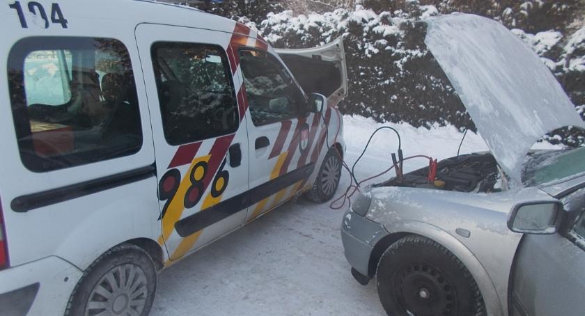 Moto, Zimowa zmora kierowców odpali odpali - zdjęcie, fotografia