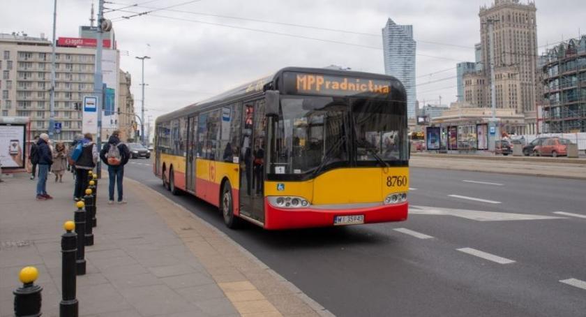 Wiadomości, Warszawie jeździ autobus bezdomnych - zdjęcie, fotografia