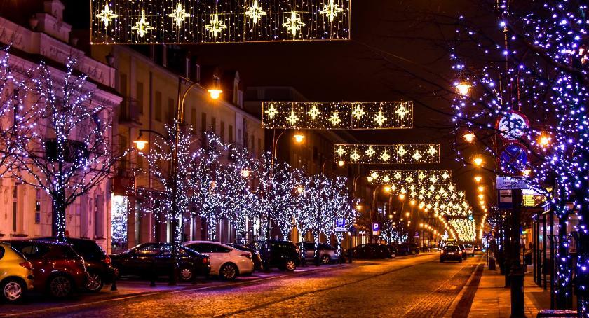Styl Życia, Zabytkowa ulica Warszawska ozdób świątecznych - zdjęcie, fotografia