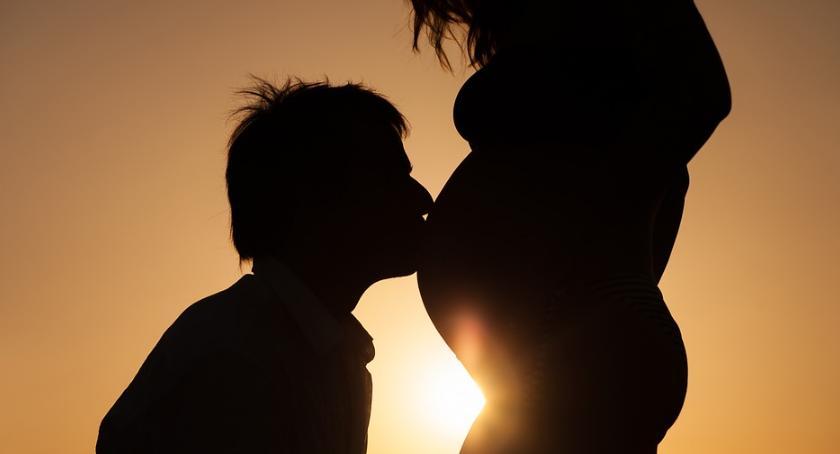 Styl Życia, Wydłuża kobiety rodzącej pierwsze dziecko - zdjęcie, fotografia