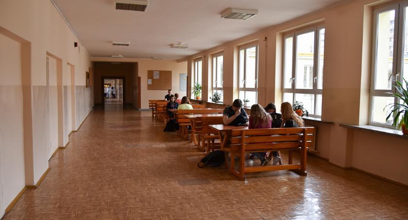 Wiadomości, Ministerstwo przekazało transze wypłaty podwyżek nauczycieli - zdjęcie, fotografia