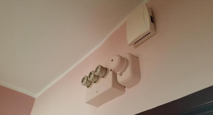 Wiadomości, Nieuczciwi sprzedawcy prądu wciąż naciągają naiwnych - zdjęcie, fotografia