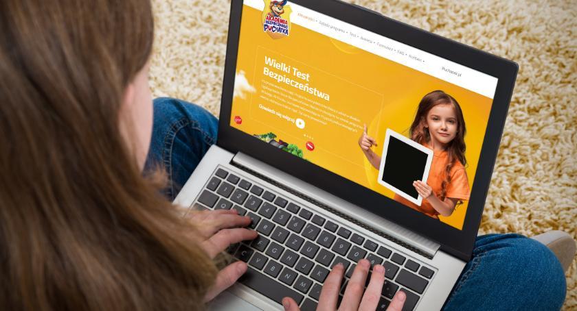 Styl Życia, Twoje dziecko może bezpieczne internecie Eksperci podpowiadają - zdjęcie, fotografia