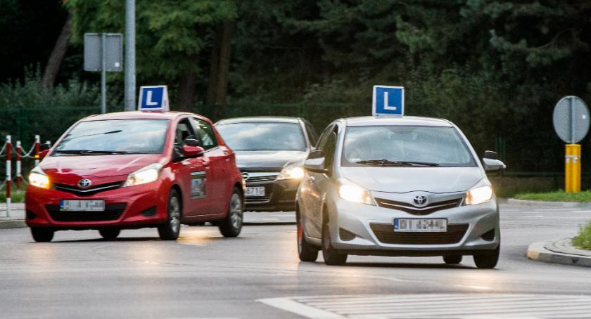 Moto, Dziura prawie może przeszkodzić którzy chcą mieć prawo… jazdy - zdjęcie, fotografia