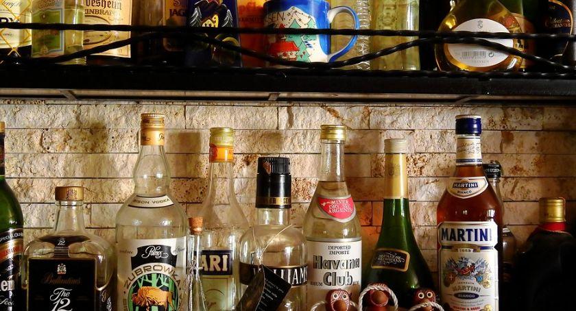 Wiadomości, Mała wódka sprzedaje - zdjęcie, fotografia