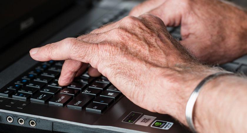 Artykuł sponsorowany, apteka internetowa może przyjazna seniorom Sprawdziliśmy - zdjęcie, fotografia
