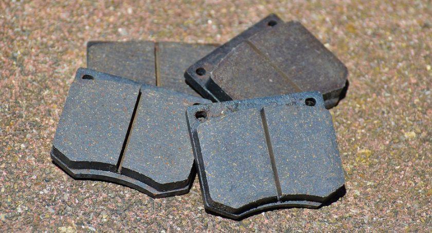 Moto, Hamulce zaczynają szwankować wymianą klocków łatwością poradzisz sobie samodzielnie - zdjęcie, fotografia