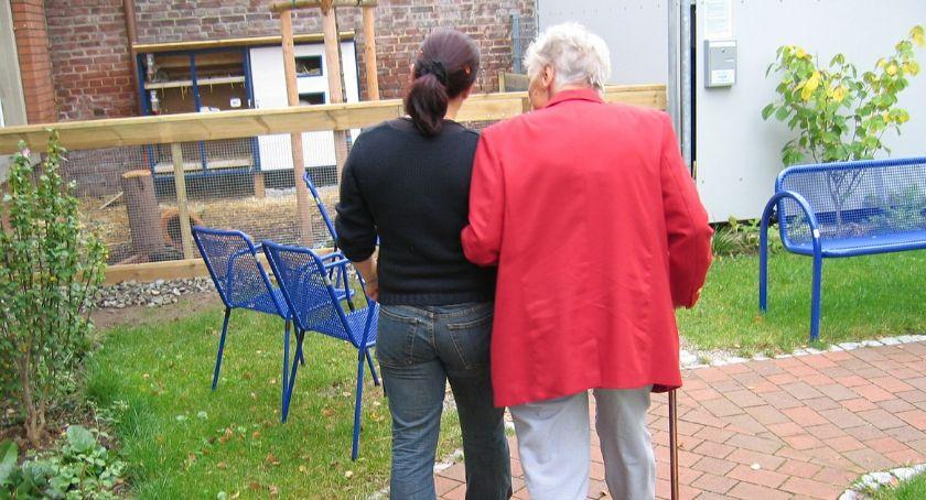 Wiadomości, Seniorzy mogą mieszkać luksusowo kosztuje - zdjęcie, fotografia